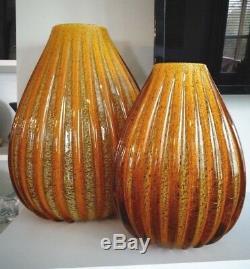 (2) Grand Seguso Verre Art Murano Ambre Ribbed Goldstone D'or Vase Musée