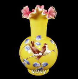 Antique Victorian Art Glass Vase Ébouriffé Oiseaux Émaillés Décoration Jaune Rose