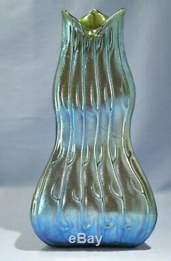 Art Nouveau Loetz Neptun Motif Art En Verre Oridescent Couleur Vert Vase C. 1900