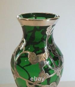 Art Nouveau Sterling Silver Overlay Green Glass 8 Vase, Vers 1910