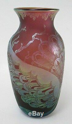 Beau Vase En Verre Gravé Orient & Flume Par Dan Shura Signé Et Daté De 1982