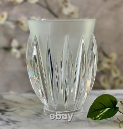 Courchevel Art Déco Vase Lalique Produit #12274 Signé Et Excellent État