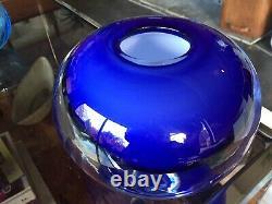 Énorme Vintage Murano Style Sommeso Cased Globe Art Glass Vase En Bleu Renversant