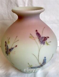 Fenton Art Glass Green Burmese Edition Limitée Butterfly Vase