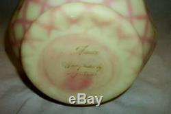 Fenton HP Birmanie Pink Diamond Optic Satin Art Glass Pinch Vase Signé Grand