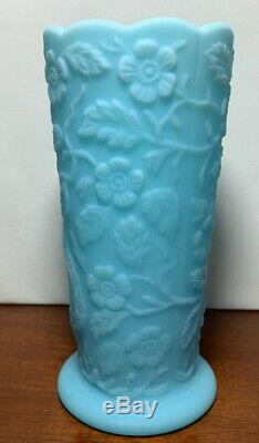 Fenton Lait En Verre Bleu Vase Peacock Floral Fleurs Art Aqua Turquoise