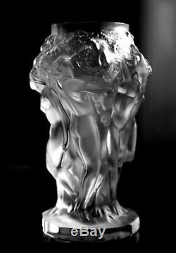 Glamorous Art Déco Français Clair Givré Satin Verre Nue Figural Vase