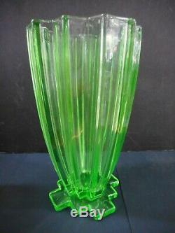 Grand Art Déco Vert Vaseline / Uranium Vase En Verre