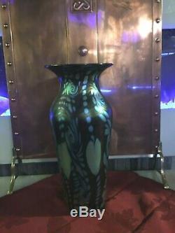Grand H-14 1/4 Signé Lundberg Studios Art Glass Vase