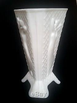 Htf Rare Art Déco Vintage Des Années 1930 Mckee Blanc Art En Verre De Lait Habillé Lady Vase