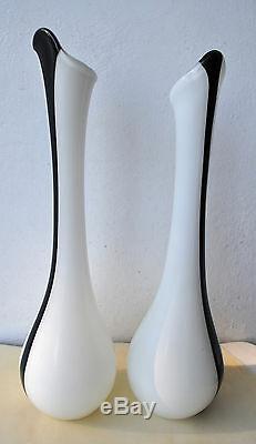 Paire De Grands Vases En Verre Blanc Art Vintage À Rayures Noires 18 (46 Cm) De Hauteur