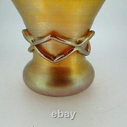 Rare L. C. Tiffany Vase De Motif En Verre Irisé Doré Criss-cross