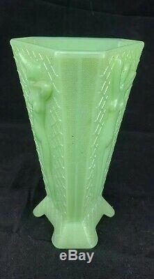 Rare Mckee Jadite Art Déco Femme Nue Dame Debout Tri Sided Triangle Vase