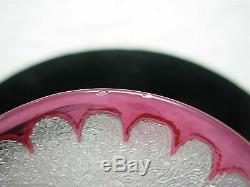 Rare Vase Art 5.5 En Verre Art 5.5 Cameo Rose Avec Des Baies Signé