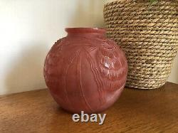 Rare Vintage Art Déco Rouge Française En Verre Moulé Vase De Fleurs P Pierre Davesn