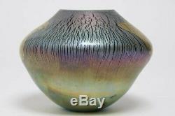 Robert Eickholt Iridescent Feuille Sur Le Bleu De Cobalt Art Glass Vase Signé 1988