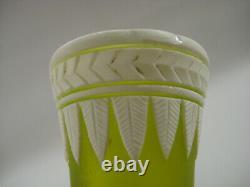 Thomas Webb Anglais Cameo Art Glass Vase 9-1/2 Citron Vert Convolvulus
