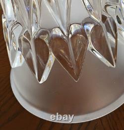 Vase Art Déco Lalique Feuilles. Vase Clair Et Givré En Forme De Trompette En Forme De Menthe