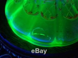 Vase En Porcelaine Ophtalmique Opalescente À La Canneberge De Bohême HP