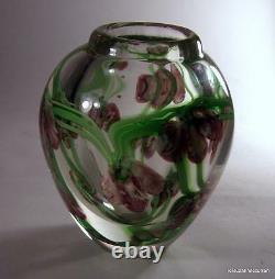 Vase Vintage De Papier En Verre D'art De Studio Avec L'iris Violet D'art Nouveau