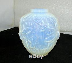 Verlys Verre Art Les Phalènes Moth Vase Art Déco Circa 1938 Lt Bleu Opalescent