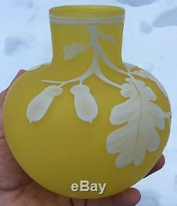 Webb Cameo Vaseline Art Vase En Acajou Et Chêne